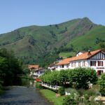 St Etienne de Baigorry au pied des montagnes basques